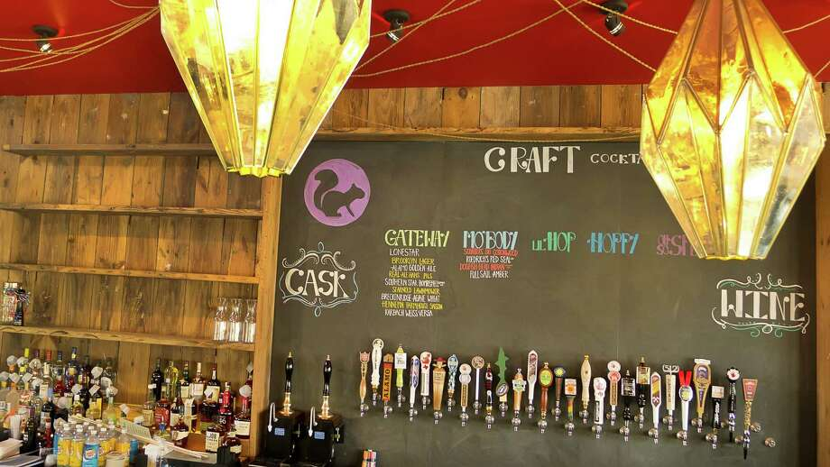 Cottonwood, a new bar/restaurant in Garden Oaks, offers a variety of craft brews. Photo: Gary Wise
