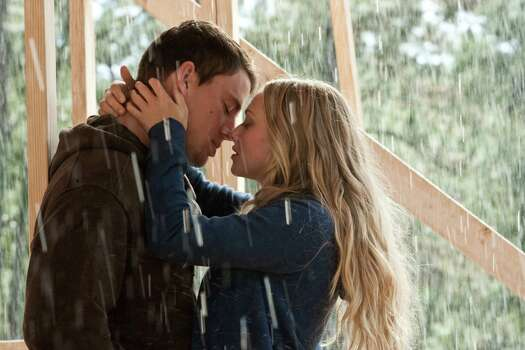 Scott Garfield/Screen Gems Channing Tatum (left) and Amanda Seyfried star in Screen Gems' romantic drama DEAR JOHN. Photo: Scott Garfield / ©2010 Dear John, LLC.  All Rights Reserved.