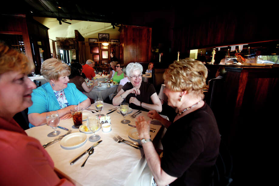 Frederick's Restaurant, 7701 Broadway, Suite 20, 210-828-9050, and Frederick's Bistro, 14439 NW Military Highway, Suite 100, 210-888-1500, is offering a Thanksgiving dinner menu. Photo: SHAMINDER DULAI, Express-News/File Photo / sdulai@express-news.net