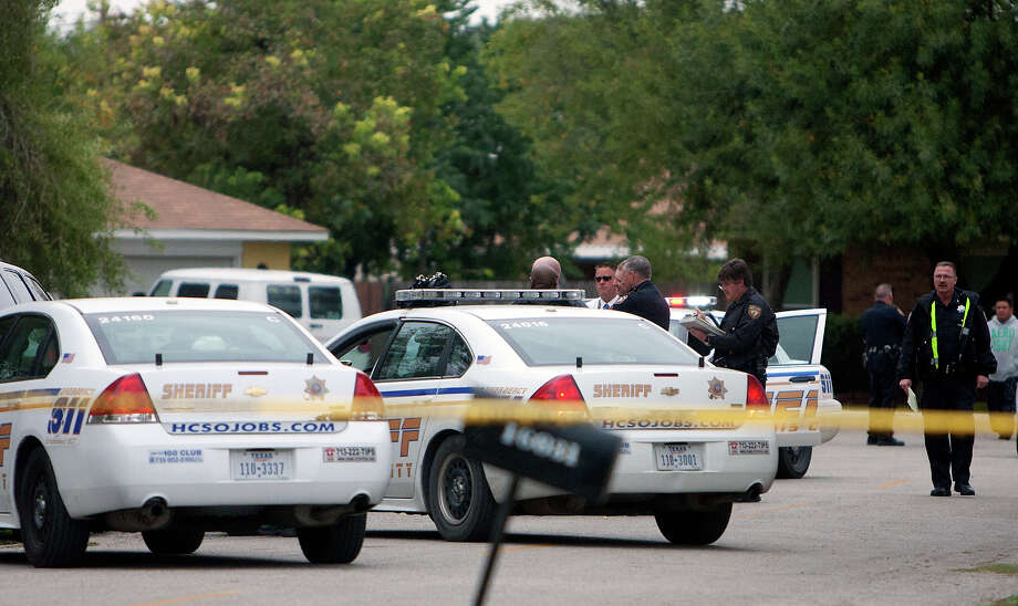 Officials investigate a scene after a a man was fatally shot and another wounded Wednesday, Nov. 14, 2012, in Channelview. Photo: Cody Duty, Houston Chronicle / © 2012 Houston Chronicle