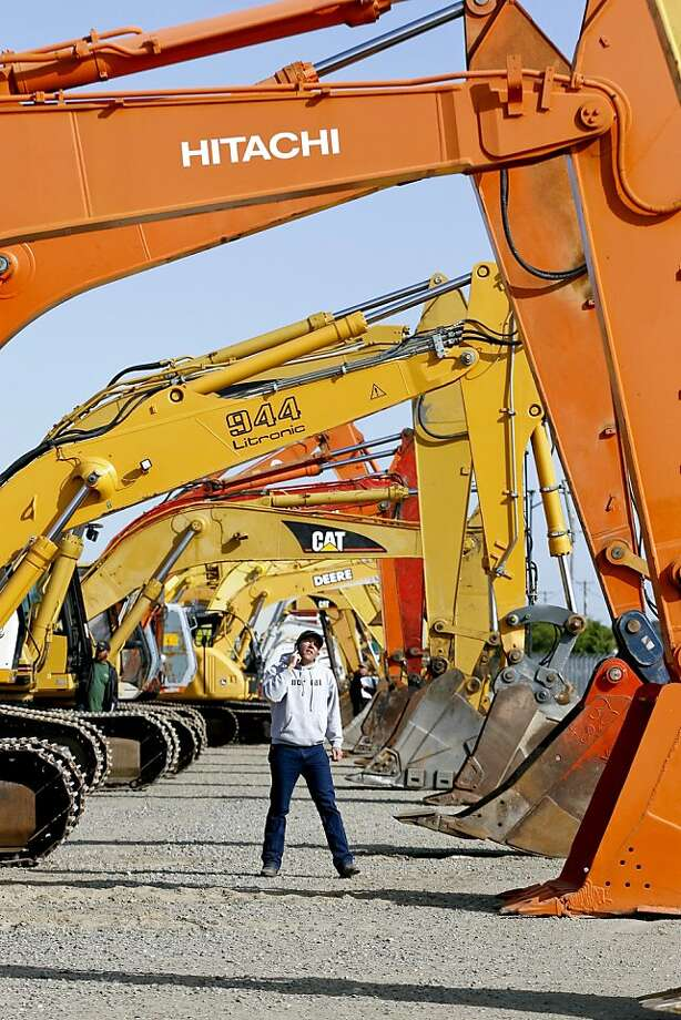 Hitachi is among the excavators Gared Rank checks out at an auction in Dunnigan (Yolo County). Photo: Ken James, Bloomberg