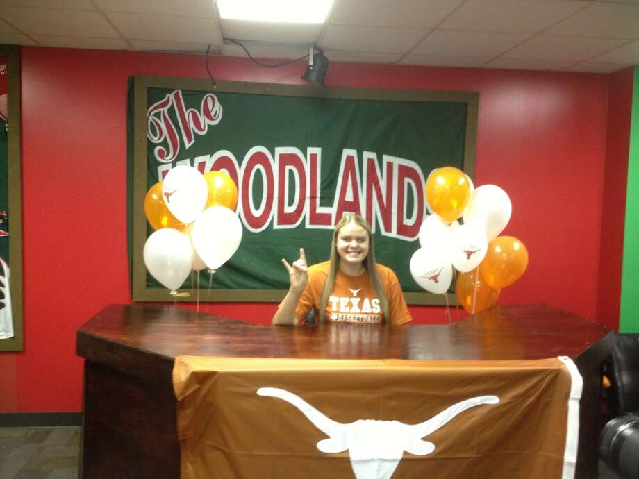 Kelsey Lang shows UT Spirit (Courtesy of The Woodlands Athletic Department )