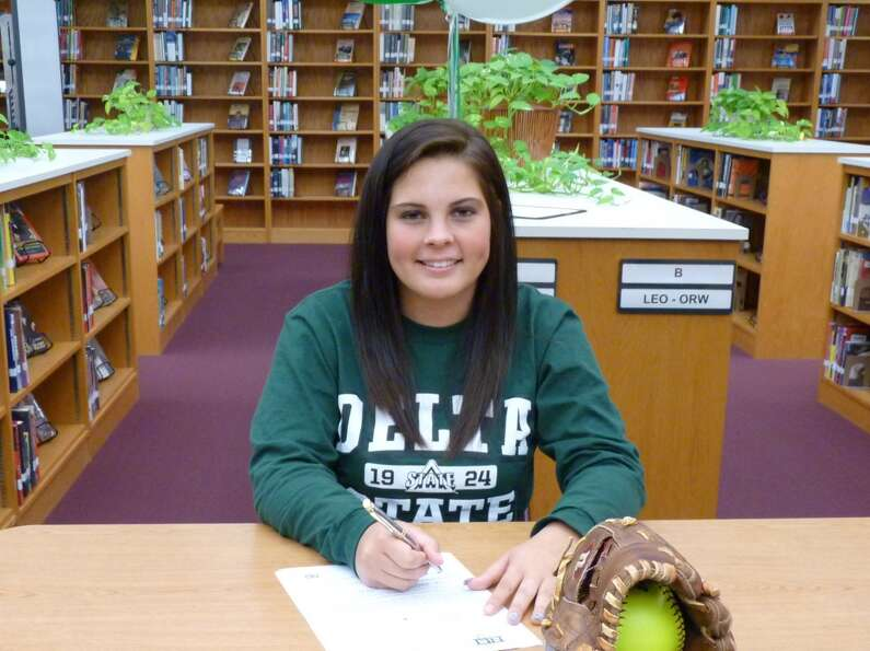 Alexa LaCount of FB Kempner signs to play for Delta State University Softball team  (Courtesy of For