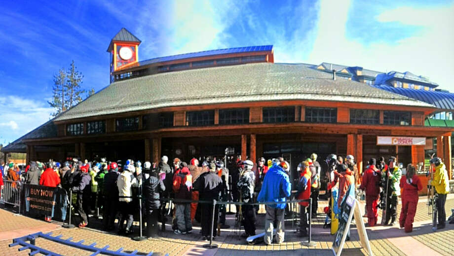 The opening day line at the Heavenly gondola in South Lake Tahoe. (Courtesy: Heavenly)