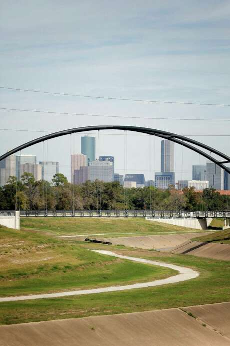 The Bill Coats Bridge, built by the Hermann Park Conservancy to make a key bicycle crossing, was completed in 2012. Photo: TODD SPOTH, PHOTOGRAPHER / © TODD SPOTH, 2012