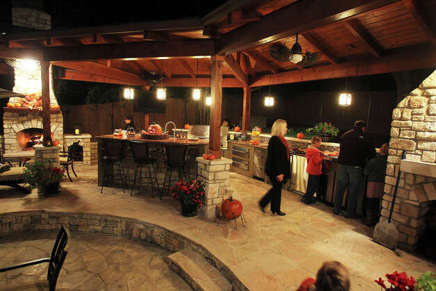 The Pheiffer family cooks in their outdoor kitchen on November 13, 2012. Photo: Tom Reel, San Antonio Express-News / ©2012 San Antono Express-News