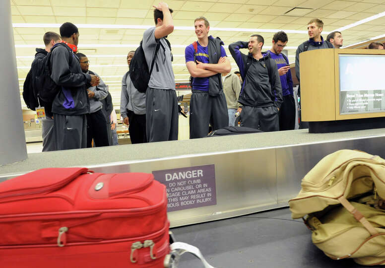 The UAlbany men's basketball team, which upset Washington on Tuesday night, returns  from Seattle an