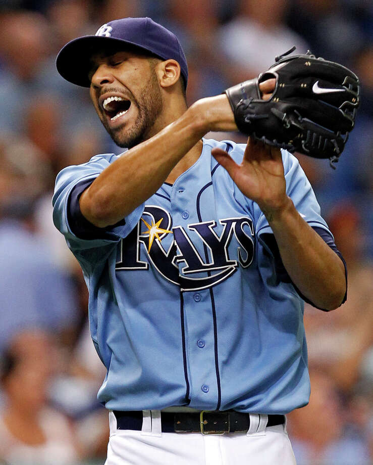 The Rays' David Price, left, won his first Cy Young Award at age 27, while the Mets' R.A. Dickey earned the honor at 38 and became the first knuckleballer to bring home the top prize for pitchers. Photo: Mike Carlson, FRE / FR155492 AP