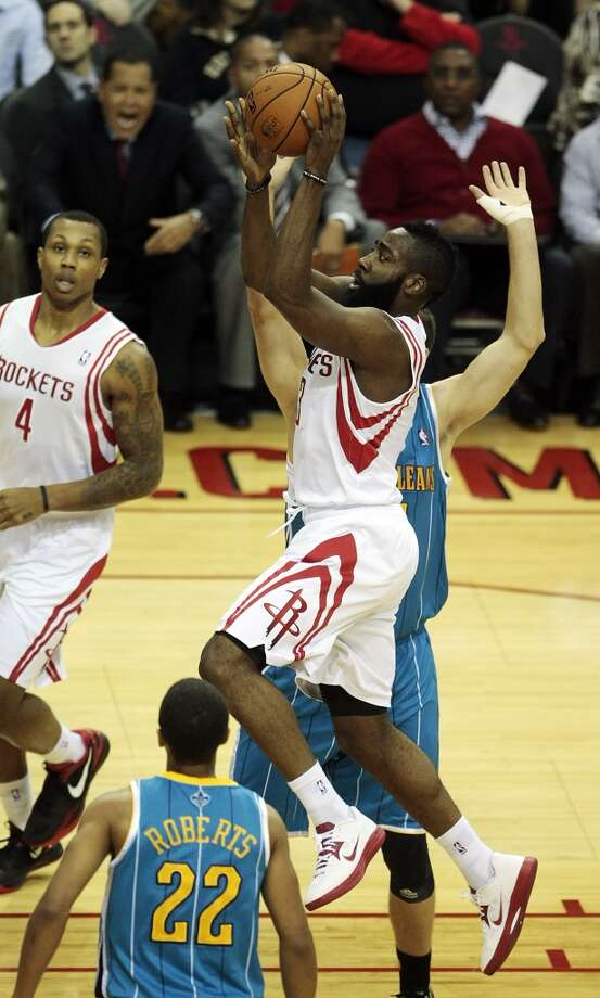 Rockets guard James Harden (13) cuts through the Hornets defense. (Billy Smith II / Houston Chronicle)