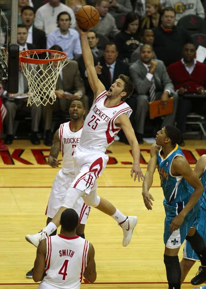 Rockets forward Chandler Parsons leaps to the hoop for an open lay-up. (Billy Smith II / Houston Chronicle)