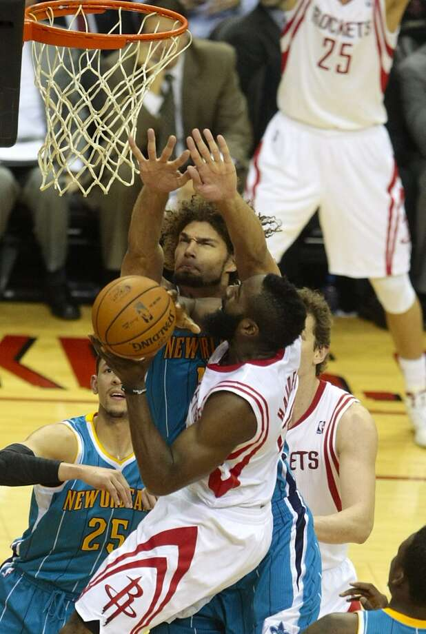 Hornets center Robin Lopez (15) attempts to block the shot of Rockets guard James Harden (13). (Billy Smith II / Houston Chronicle)