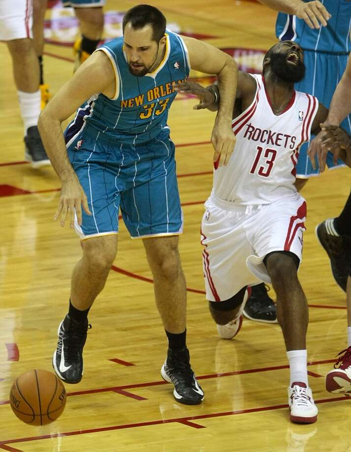 Hornets forward Ryan Anderson gives Rockets guard James Harden an elbow to the face. (Billy Smith II / Houston Chronicle)