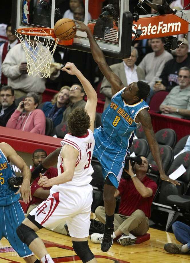 Hornets forward Al-Farouq Aminu (0) gets blocked by the rim on a dunk attempt as Rockets center Omer Asik (3) defends. (Billy Smith II / Houston Chronicle)