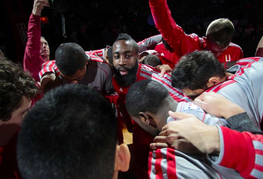 James Harden gets the team ready for the Rockets showdown with the Hornets. (Billy Smith II / Houston Chronicle)