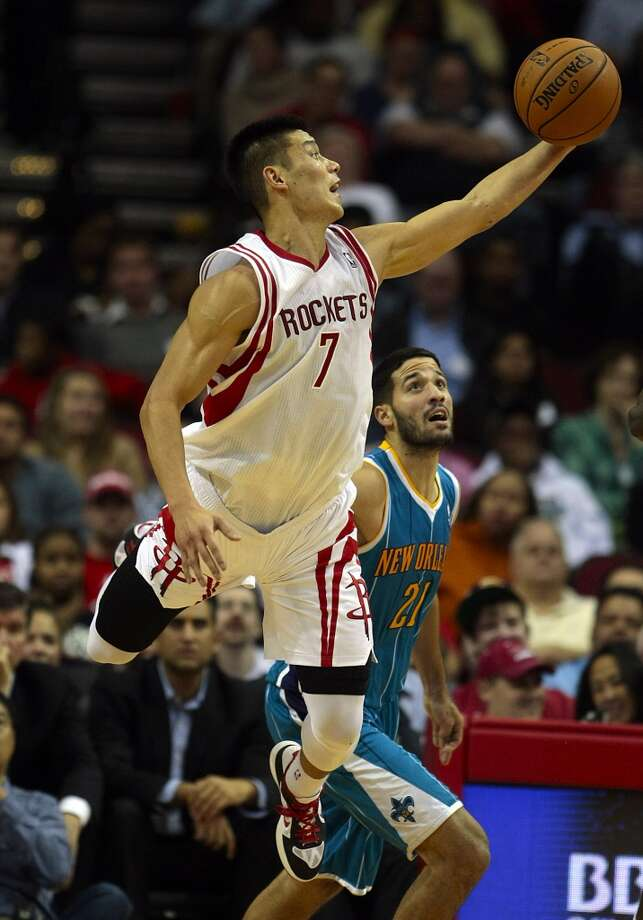 Rockets guard Jeremy Lin (7) jumps for a loose ball on the defensive end as Hornets guard Greivis Vasquez (21) looks on. (Billy Smith II / Houston Chronicle)