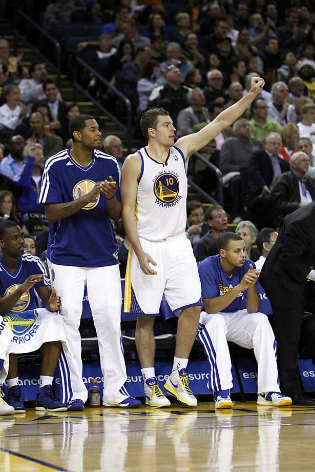 David Lee and the Warriors bench react to a basket in the second quarter as the Golden State Warriors played the Atlanta Hawks at Oracle Arena in Oakland, Calif., on Wednesday, November 14, 2012. Photo: Carlos Avila Gonzalez, The Chronicle