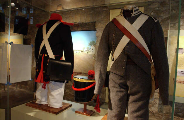 A uniform of New Orleans Grey or American Volunteer and Mexican Infantry will be on display at the Long Barracks Museum at the Alamo Tuesday, October 4, 2005. GLORIA FERNIZ/STAFF Photo: GLORIA FERNIZ, SAN ANTONIO EXPRESS-NEWS / SAN ANTONIO EXPRESS-NEWS