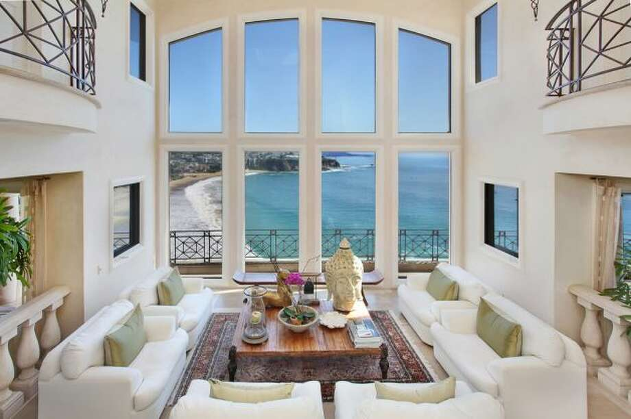 Ah, the white on white overlooking the Emerald Bay screams Orange County. Photo: Courtesy Harold Noriega/HOM Sotheby's International Realty/Redfin / SL