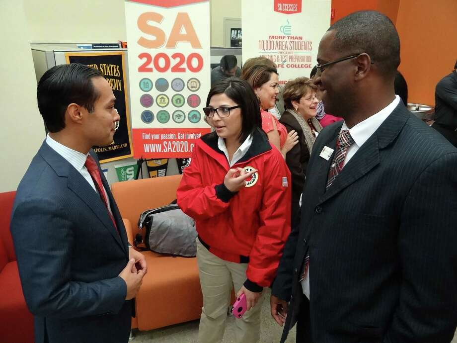 Mayor Julian Castro, left, converses with City Year participant Cristina Flores and Rob Mosley, school and education partnership director of City Year, during a two-day conference on college readiness and agenda setting for SA2020 at Cafe College on Thursday, Nov. 15, 2012. Photo: Billy Calzada, San Antonio Express-News / San Antonio Express-News
