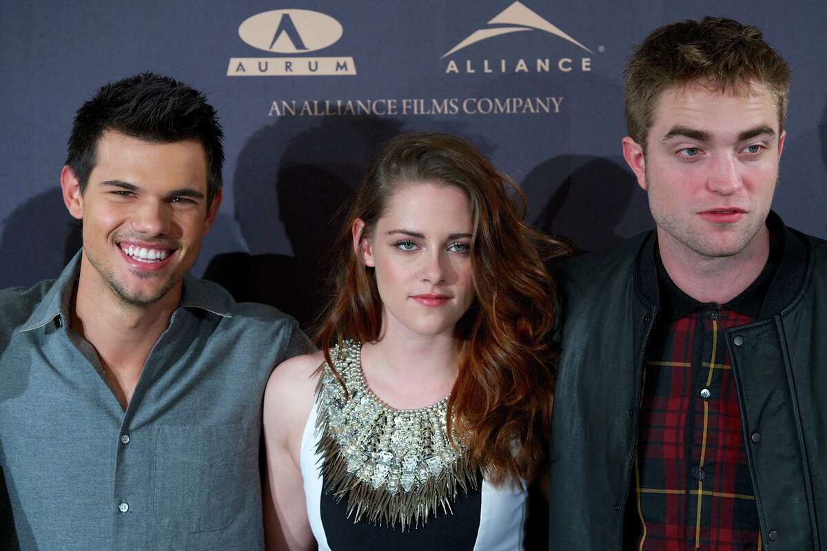 MADRID, SPAIN - NOVEMBER 15: (L-R) Actors Taylor Lautner, Kristen Stewart and Robert Pattinson attend the