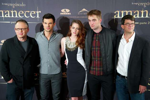 "MADRID, SPAIN - NOVEMBER 15:  (L-R) Director Bill Condon, actors Taylor Lautner, Kristen Stewart, Robert Pattinson and producer Wyck Godfrey attend the ""The Twilight Saga: Breaking Dawn - Part 2"" (La Saga Crepusculo: Amanecer Parte 2) photocall at the Villamagna Hotel on November 15, 2012 in Madrid, Spain. Photo: Carlos Alvarez, Getty Images / 2012 Getty Images"