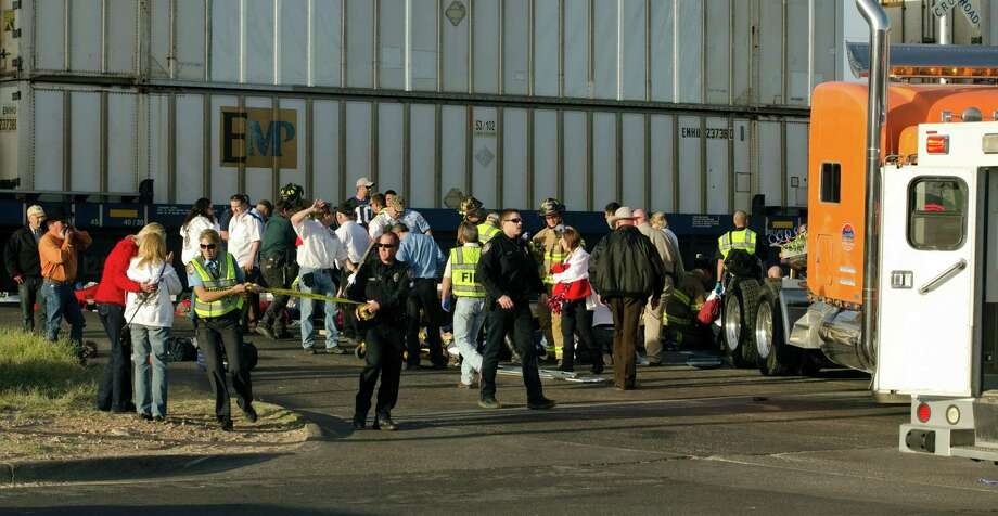 Midland police, fire and sheriffs respond to an accident where a trailer carrying wounded veterans in a parade was struck by a train in Midland, Texas, Thursday, Nov. 15, 2012. Photo: Tim Fischer, Associated Press / Reporter-Telegram