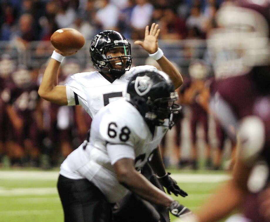 Steele quarterback Breylann McCollum passes for a touchdown as he is well protected by his offense line during Class 5A Division II bidistrict playoff action against Marshall at the Alamodome on Thursday, Nov. 15, 2012. Photo: Billy Calzada, Express-News / © 2012 San Antonio Express-News