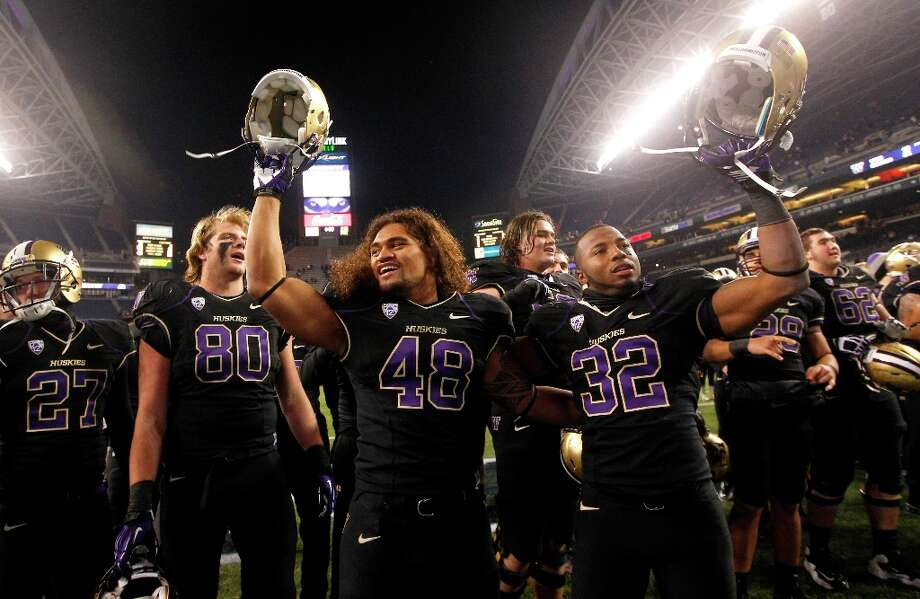 Who will the Huskies play and at which bowl game?After their win Saturday over Utah, the Washington Huskies are now bowl-eligible for the third consecutive year. The UW football team, after 10 weeks, is 6-4 and has two regular-season games left to play -- against Pac-12 basement-dwellers Colorado and Washington State. Though the Apple Cup is always a unique challenge, the Huskies should win out the rest of the season.So, which bowl game will Washington be invited to? Which team will the Huskies play? Here are some of the best projections from different sources. Which matchup would you most want to see? (Elaine Thompson / Associated Press) Photo: Elaine Thompson, AP / AP