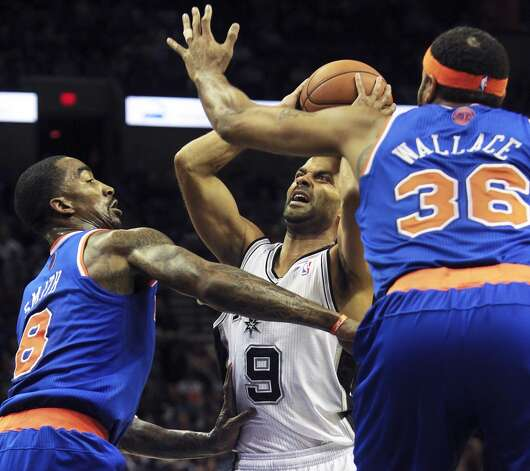 Tony Parker tangles with J.R. Smith and Rasheed Wallace to get off a shot in the firwst half as San Antonio hosts the New York Knicks at the AT&T Center on November 15, 2012. (Tom Reel / San Antonio Express-News)