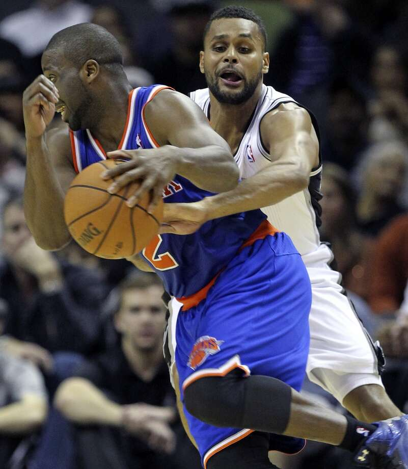 Patty Mills tries to steal the ball from Raymond Felton as San Antonio hosts the New York Knicks at the AT&T Center on November 15, 2012. (Tom Reel / San Antonio Express-News)