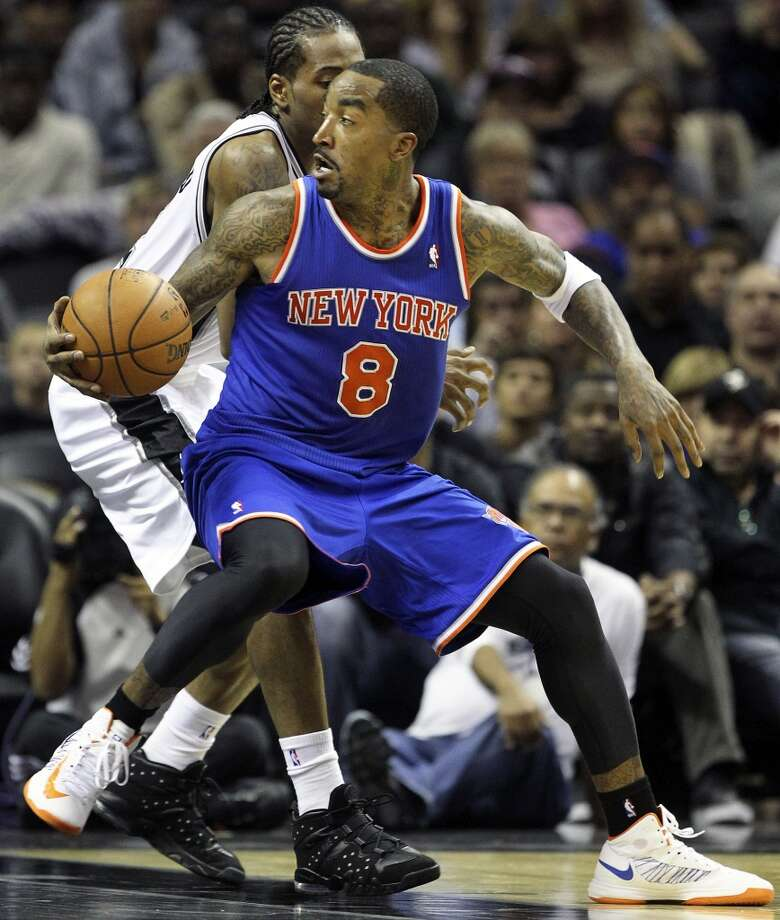 J.R. Smith spins on Kawhi Leonard as San Antonio hosts the New York Knicks at the AT&T Center on November 15, 2012. (Tom Reel / San Antonio Express-News)