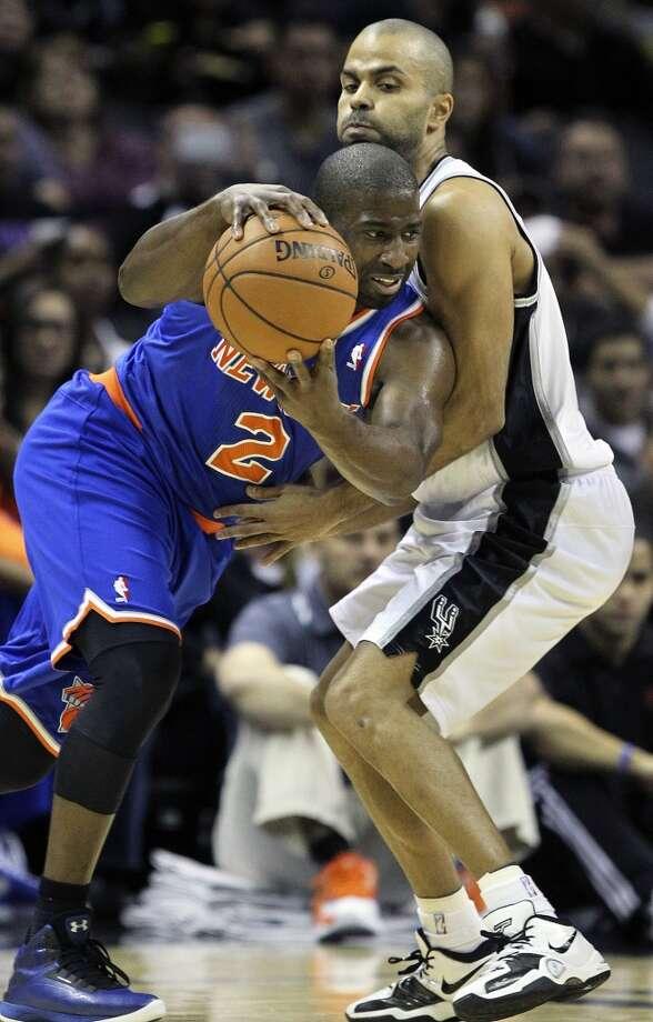 Raymond Felton controls the ball despite tight defense by Tony Parker as San Antonio hosts the New York Knicks at the AT&T Center on November 15, 2012. (Tom Reel / San Antonio Express-News)