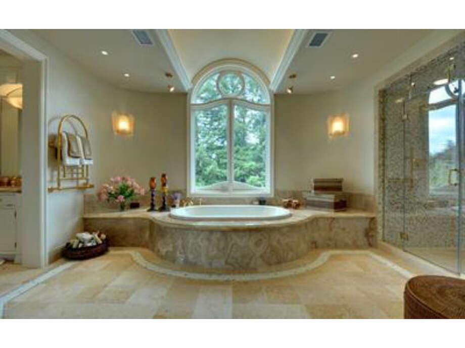 Master bath (Redfin.com)