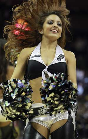 San Antonio hosts the New York Knicks at the AT&T Center on November 15, 2012. (San Antonio Express-News)