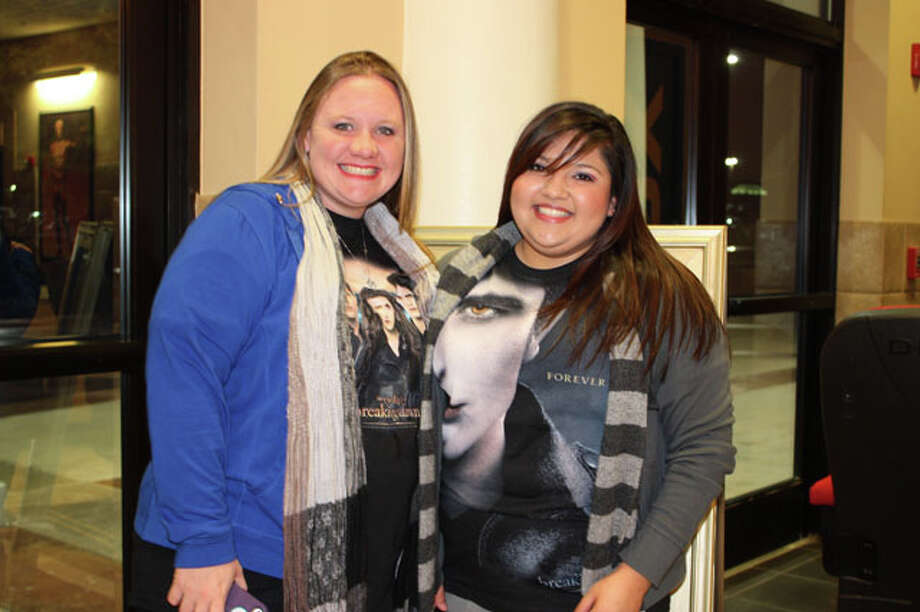 Theater goers headed to the Palladium Thursday night for the opening of last of the Twilight series. Photo: Yvonne Zamora