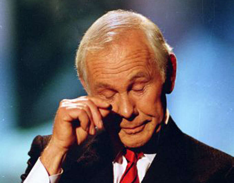 A touching moment from Johnny Carson's last show in 1992, not the notoriously private celebrity's reaction to his life being exposed in a biographical movie.