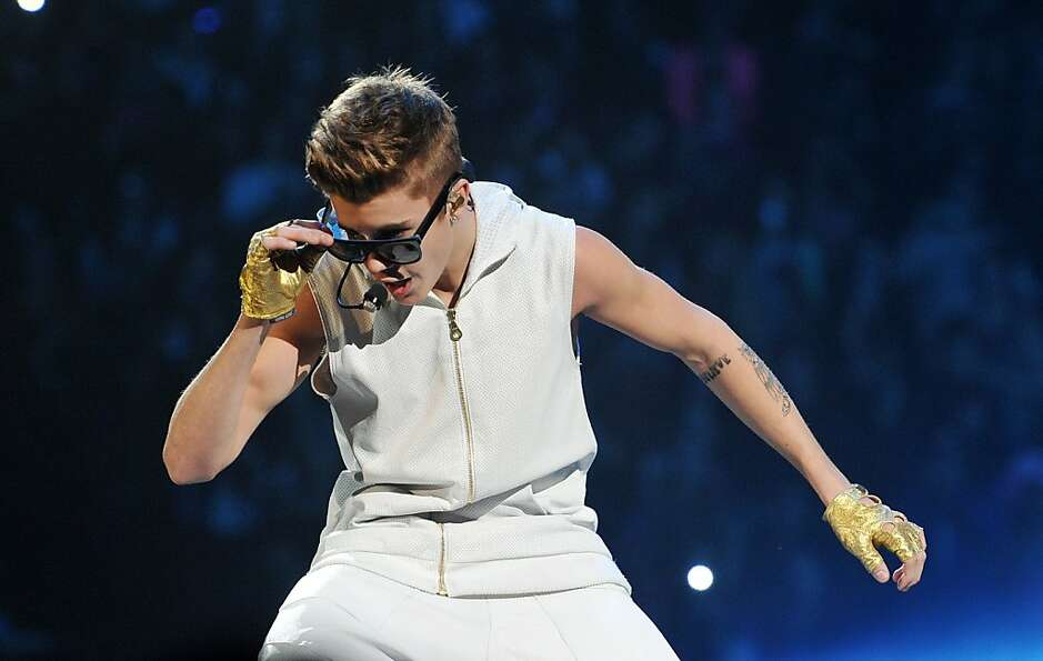 Singer Justin Bieber was pursued by a photographer in a high-speed chase through the San Fernando Va