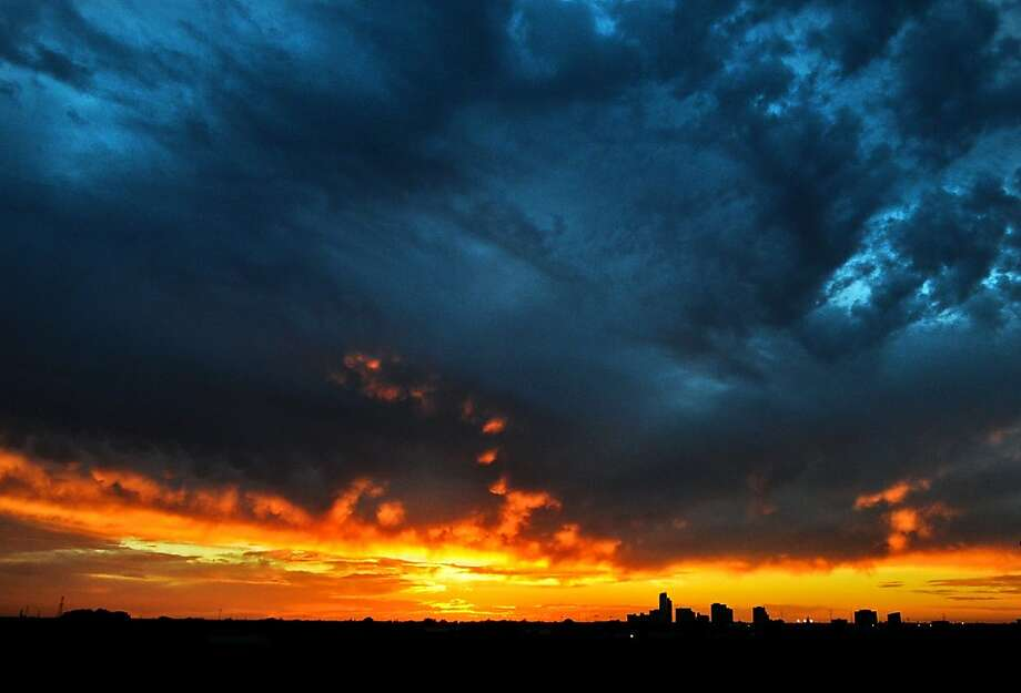… And sets behind a mass of clouds in Midland, Texas. Photo: James Durbin, Midland Reporter-Telegram