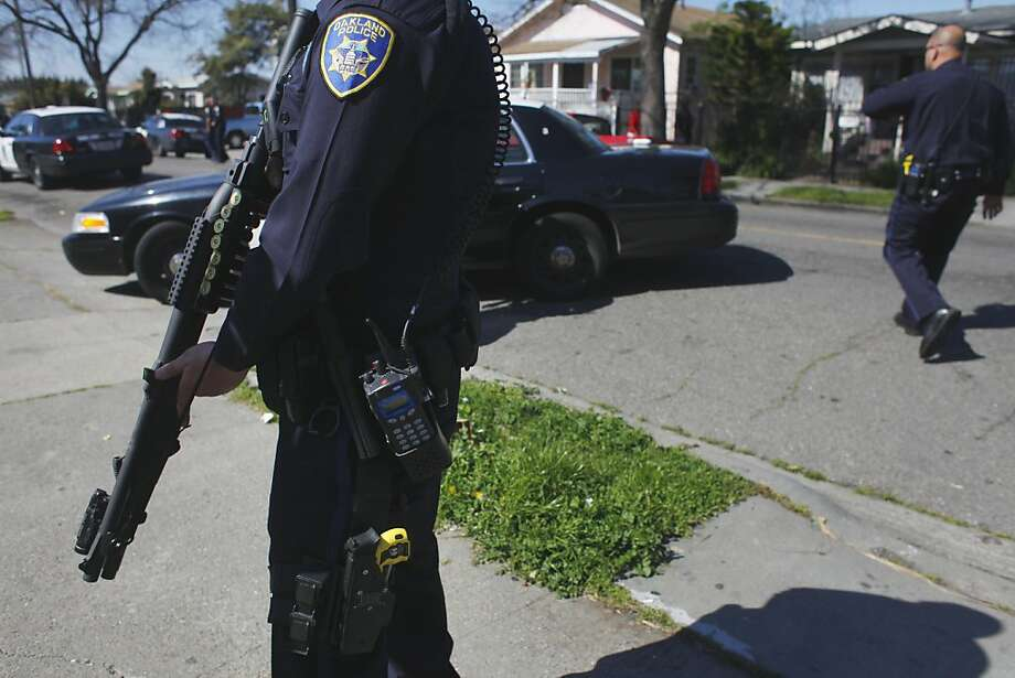Oakland police search for burglars in a residential neighborhood in March. In a court filing, the officers union blamed poor leadership for the problems that could lead to a federal takeover of the department. Photo: Lacy Atkins, The Chronicle