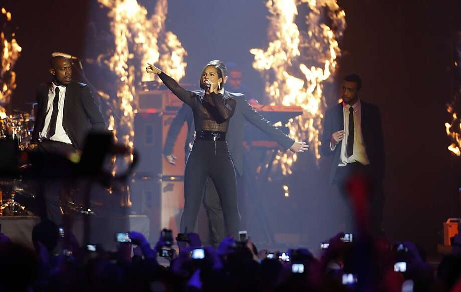 US singer Alicia Keys performs during the 2012 MTV European Music Awards show at the Festhalle in Frankfurt, central Germany, Sunday, Nov. 11, 2012. (AP Photo/Michael Probst) Photo: Michael Probst, Associated Press