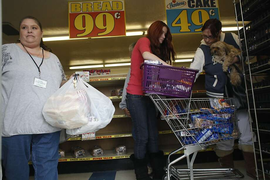 Jennifer Greppi (left) and Kendall and Lisa Kelly stock up at the Wonder Hostess Bakery Thriftshop in San Leandro. Photo: Mike Kepka, The Chronicle