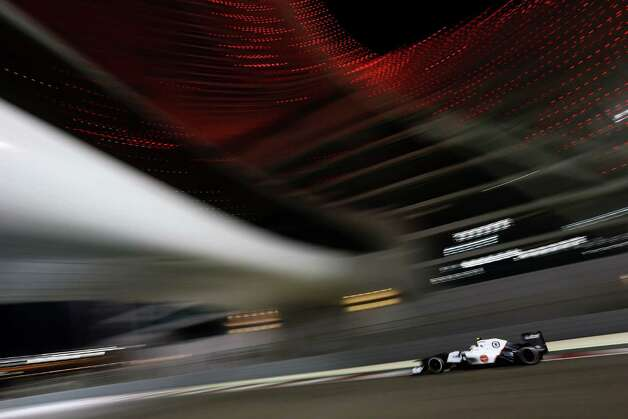 Sergio Perez of Mexico and Sauber F1 drives during practice for the Abu Dhabi Formula One Grand Prix at the Yas Marina Circuit on November 2, 2012 in Abu Dhabi, United Arab Emirates. Photo: Paul Gilham, Getty Images / 2012 Getty Images