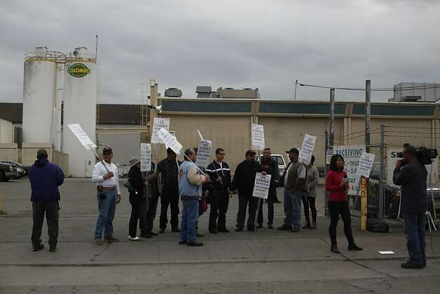 Workers picket in front the Columbo Bread factory operated by Hostess on Nov. 16, 2012 in Oakland, Calif. After dealing with a labor strike, Hostess announced it would be going out of business because of financial troubles. Photo: Mike Kepka, The Chronicle