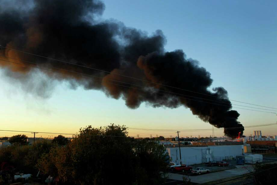 Smoke rises as firefighters let a chemical fire burn off at the Nexeo Solutions plant in Garland. Photo: Tom Fox, Associated Press / The Dallas Morning News