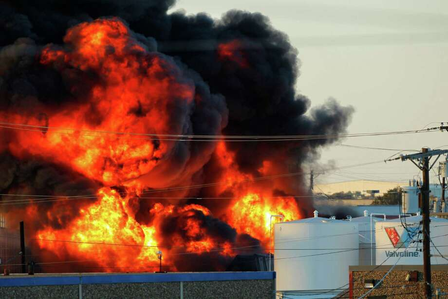 Fire and smoke rise as Dallas and Garland fire crews let a chemical fire burn off at the Nexeo Solutions plant in Garland. Photo: Tom Fox, Associated Press / The Dallas Morning News