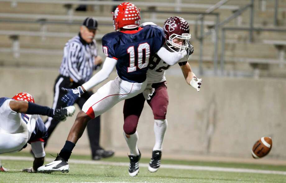 (#82) Price Cole misses a pass near the end of the 2nd quarter as Alief Taylor's (10) Josh Kalu blocks in the Class 5A Division I Playoff football game at Berry Center on Friday, Nov. 16, 2012, in Houston. Photo: Mayra Beltran, Houston Chronicle / © 2012 Houston Chronicle