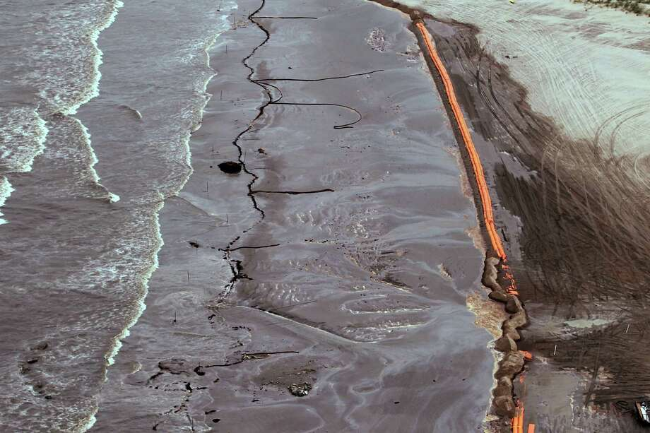 Containment booms in June 2010 were at Elmer's Island, La., after the Deepwater Horizon spill.  Louisiana officials contend the cost of restoring natural resources will far exceed estimates of what BP might pay to settle federal and state civil claims. Photo: Joe Raedle, Staff / 2010 Getty Images