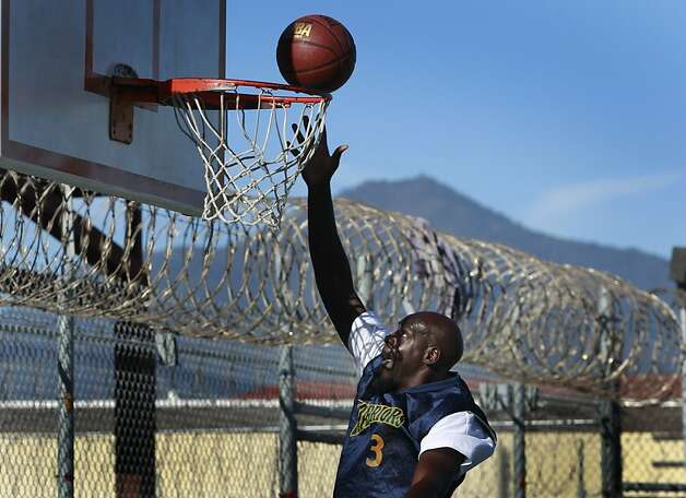 Allan McIntosh, an inmate on the San Quentin Warriors basketball team, warms up before playing employees of the Golden State Warriors organization in September. Photo: Paul Chinn, The Chronicle