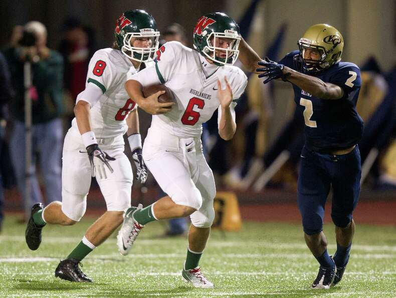 The Woodlands quarterback Blaine Gillespie (6) runs past Klein Collins defensive back Jordan Thomas
