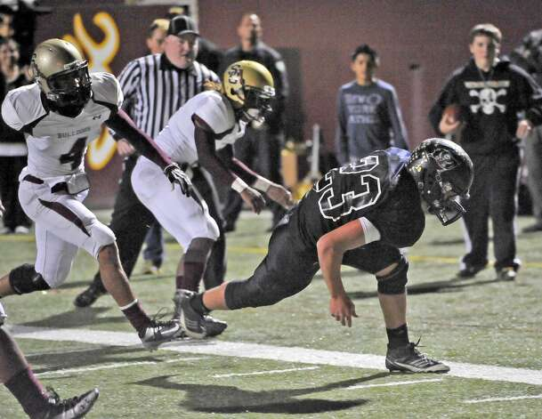Vidor quarterback Montana Quirante, #23, is awarded Vidor's second touchdown of the game on this run.  The Vidor High School Pirates football team played the Humble Summer Creek Bulldogs at 7 p.m. Friday night at Clyde Abshier Stadium in Deer Park Texas. This is a Class 4A Division I first round game.  At the half, Humble Summer Creek was ahead 24-14. Dave Ryan/The Enterprise Photo: Dave Ryan